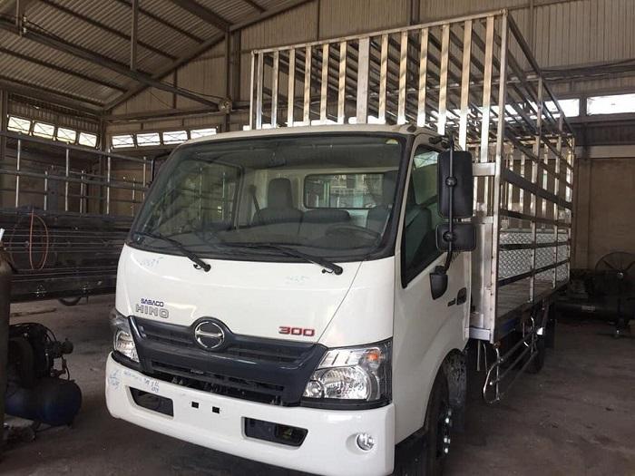 Giá xe chở gia cầm Hino XZU